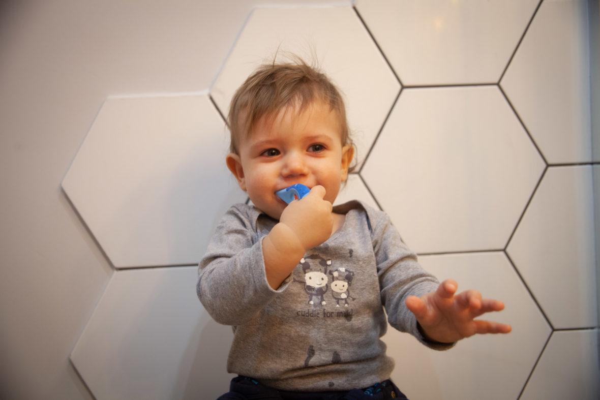 Czy można myć dziecku zęby na siłę
