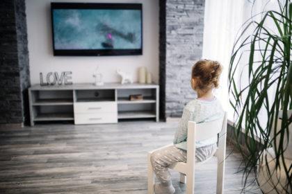 jak ograniczyć czas dzieci przed telewizorem